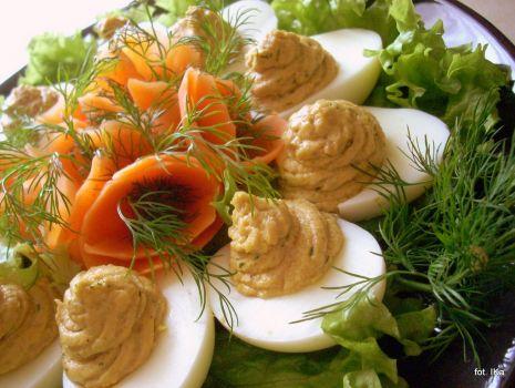 Przepis: Jajka z farszem pasztetowym