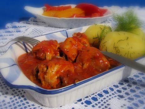 Przepis: Drobiowe roladki w sosie pomidorowo pieczarkowym