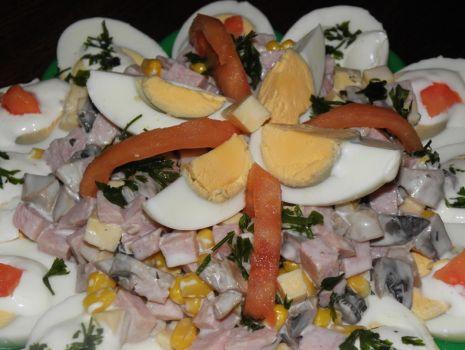Przepis: Sałatka na jajkach.