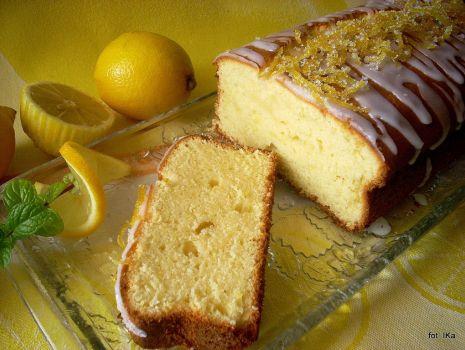 Przepis: Ciasto mocno cytrynowe
