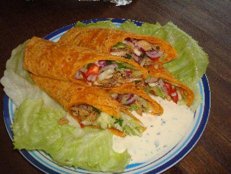Przepis: Tortilla z kurczakiem i swiezymi warzywami