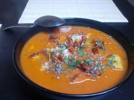 Przepis: Aromatyczna zupa pomidorowo warzywna