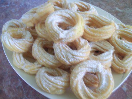 Przepis: Pączki wiedeńskie z cukrem pudrem
