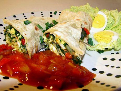 Przepis: Tortilla ze szpinakiem i jajkiem
