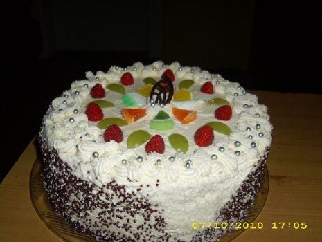 Przepis: Tort z bitą śmietaną
