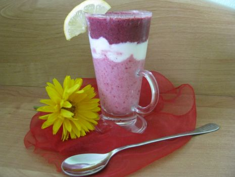 Przepis: Kolorowy deser malinowo-jagodowy