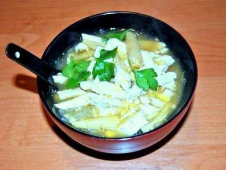 Przepis: Zupa z Kurczaka z Kukurydzą i Makaronem Sojowym