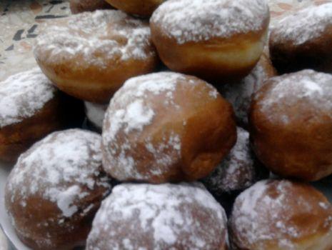 Przepis: Pączki bez nadzienia z cukrem pudrem
