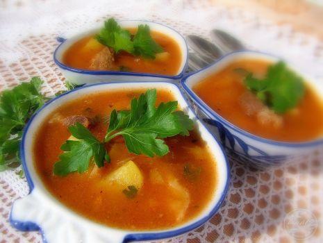 Przepis: Zupa gulaszowa z kluskami kładzionymi