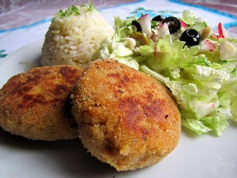 Przepis: Kotlety rybne z sezamem i sałatka