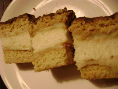 Przepis: Ciasto miodowe przekładane kremem budyniowym z capuccino