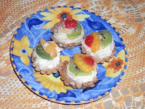 Przepis: Babeczki z masa i owocami