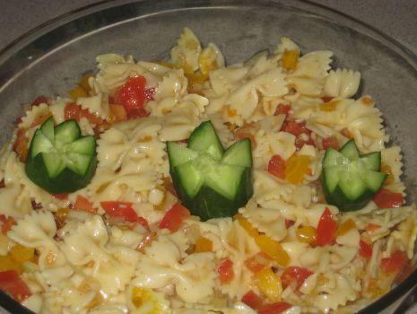 Przepis: Salatka z farfalle