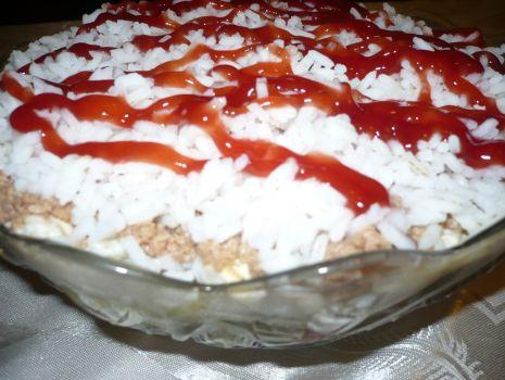 Przepis: Sałatka ryżowa z tuńczykiem