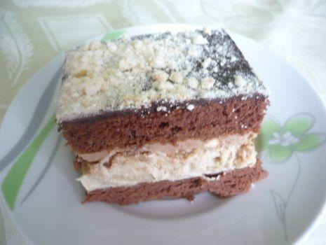 Przepis: Ciasto chałwowe z bezami