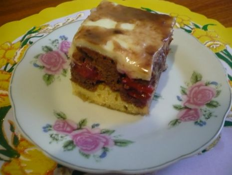 Przepis: Ciasto ze śliwkami i budyniem