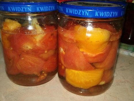 Przepis: pomidory w słoikach