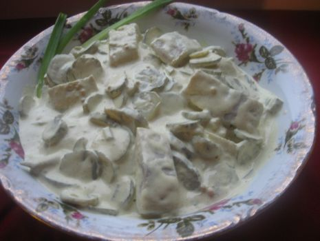 Przepis: Śledź z ogórkami konserwowymi w sosie majonezowo-musztardowym