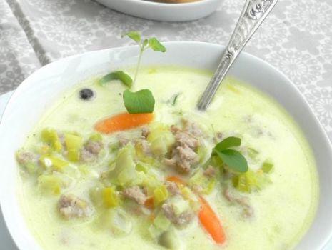 Przepis: Zupa z pora z serkiem i mięsem mielonym