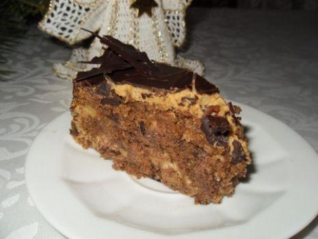 Przepis: Orzechowy tort z masą kawową
