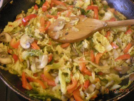 Przepis: Kapusta duszona z warzywami