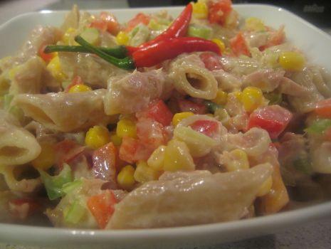 Przepis: Salatka makaranowa z papryka chili i tunczykiem