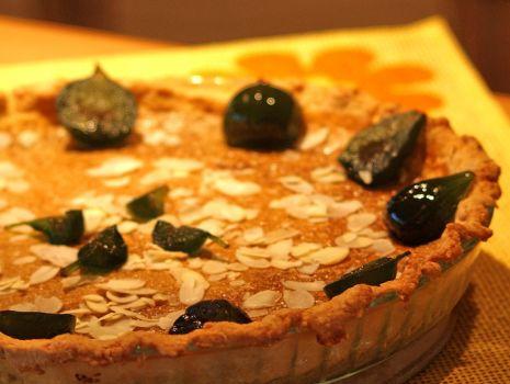 Przepis: Tarta z masą capuccino i kandyzowanymi figami