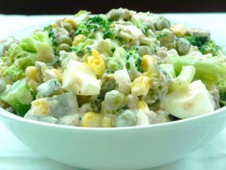 Przepis: Pyszna sałatka z tuńczykiem i brokułem
