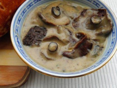 Przepis: Aromatyczny sos grzybowy z trzech grzybów