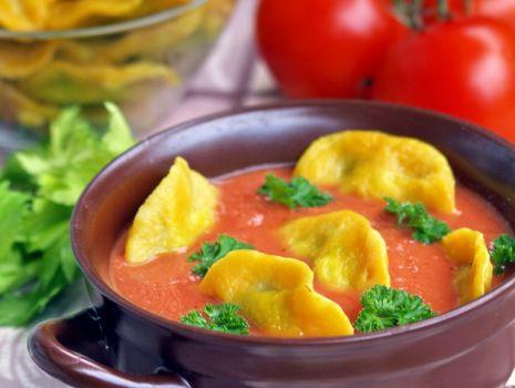 Przepis: zupa krem z pomidorów z pierożkami