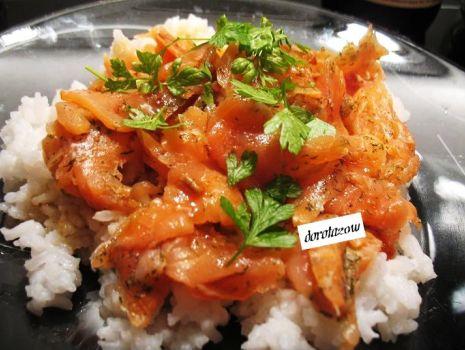 Przepis: Ryż z łososiem po japońsku