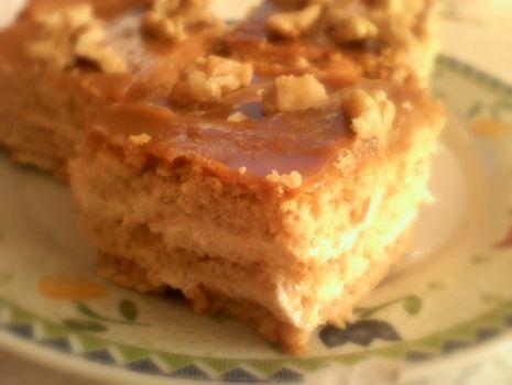 Przepis: Ciasto czeskie z krówką orzechową