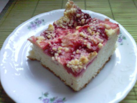 Przepis: Ciasto drożdzowe z truskawkami i kruszonką