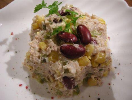 Przepis: Sałatka z tuńczyka z fasolą
