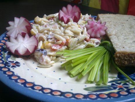 Przepis: Sałatka z makaronem a`la ryż