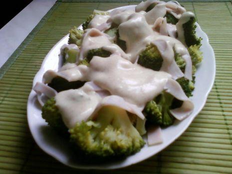 Przepis: Dietetyczna sałatka z brokułem