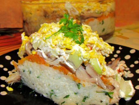 Przepis: Sałatka z ryżem i rybą wędzoną