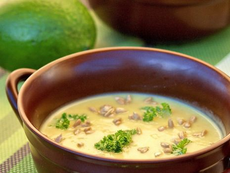 Przepis: zupa krem z pieczonego selera i awokado