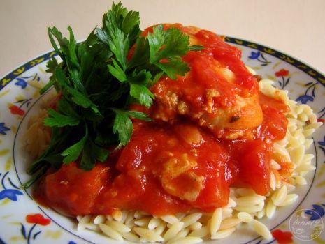 Przepis: Udka w korzennym sosie pomidorowym