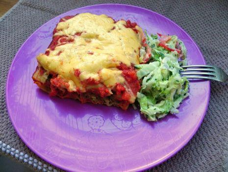 Przepis: Cannelloni a la gołąbki w mocno pomidorowym sosie