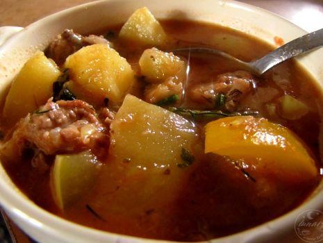 Przepis: Zupa gulaszowa z cukinią
