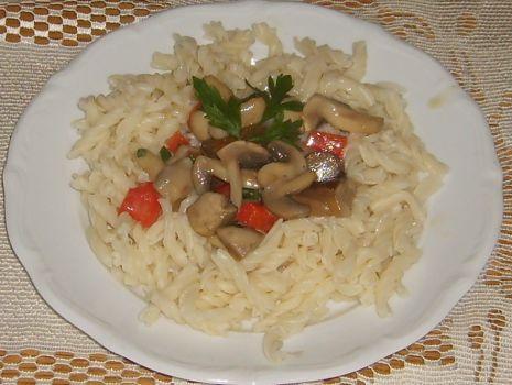 Przepis: Makaron z sosem grzybowym