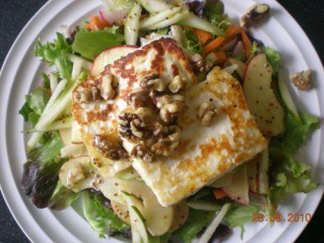 Przepis: Salatka z serem hallumi