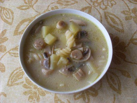 Przepis: Zupa grzybowa z makaronem