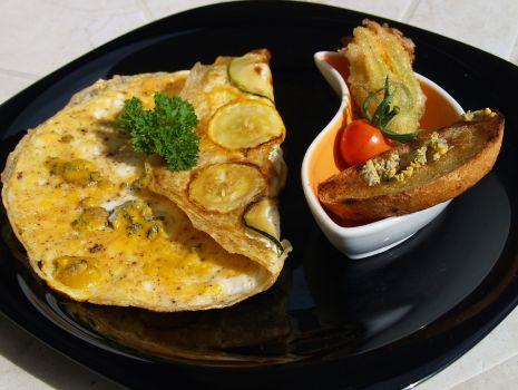 Przepis: omlet z cukinią