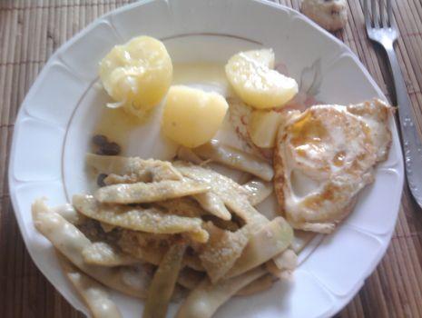 Przepis: Pomysł na obiad ze szparagą i jajkiem