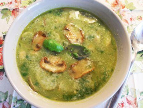 Przepis: Zupa z zielonego groszku i pieczarek