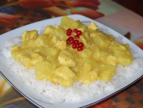 Przepis: Kurczak na słodko z bananami i ananasem