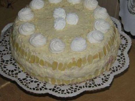 Przepis: Tort rafaello z konfiturą wiśniową