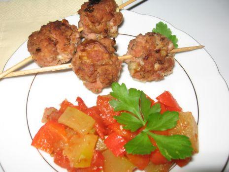 Przepis: szaszłyki z mięsa mielonego z warzywami